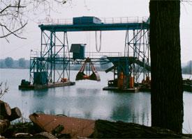 Extracción de piezas en el río Rin