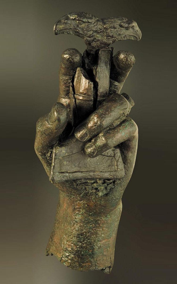 CONSTANTIN Ier et ses Césars par BSI - Page 5 Mano-bronce-1-arqueologia-marq-alicante